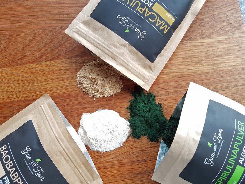 Grün hoch zwei Superfood Baobab Algen Maca