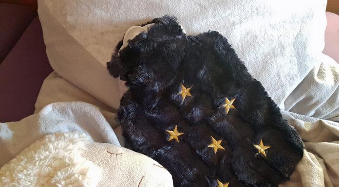 Hugo Frosch Wärmflasche Klassik Bezug Tierfelloptik nachtblau Sterne